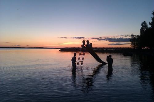 Vackra sommarkvällar när det inte blir mörkt. Bild från http://weheartit.com/entry/31761839
