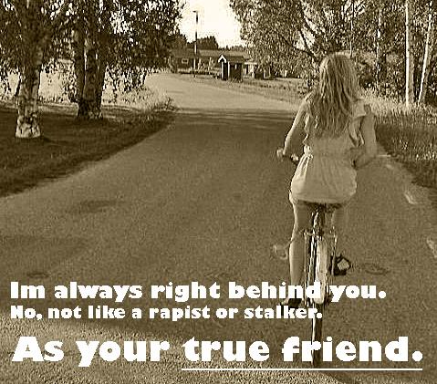Gå en bit bakom cykeln om du vill. Men låt henne lära sig att cykla själv. Bild från http://weheartit.com/entry/15750583/