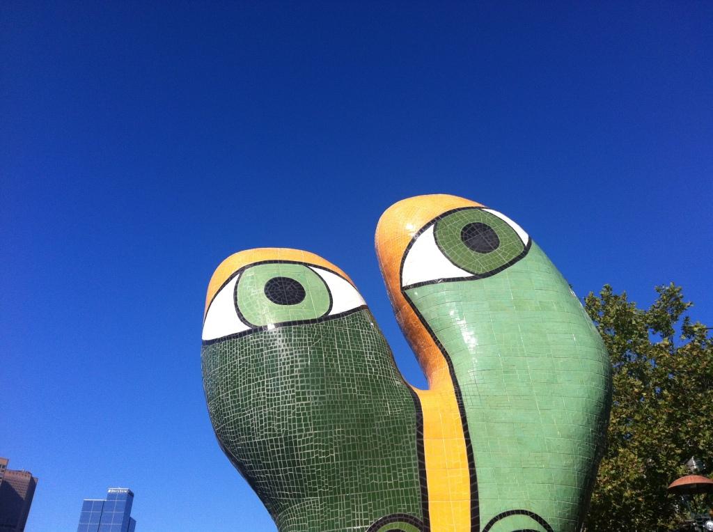 Den här statyn står nära mitt jobb och även om den är lite märklig så gillar jag att den alltid blickar uppåt! :-)